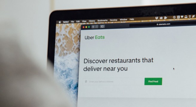Uber Eats ©Charles Deluvio