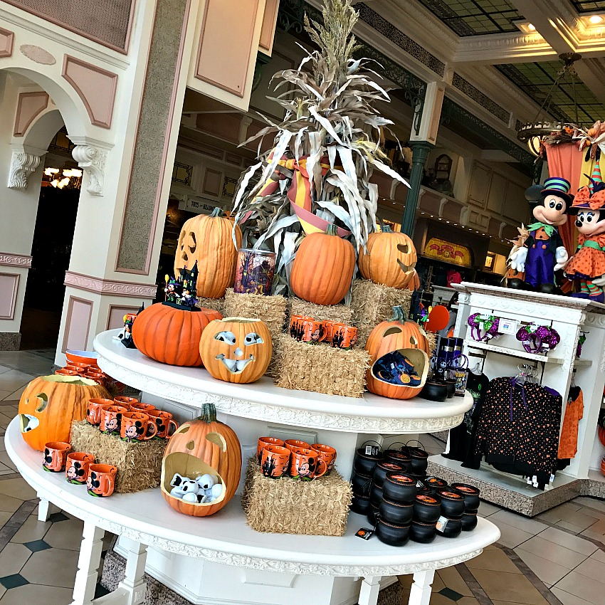 disney-store-at-halloween
