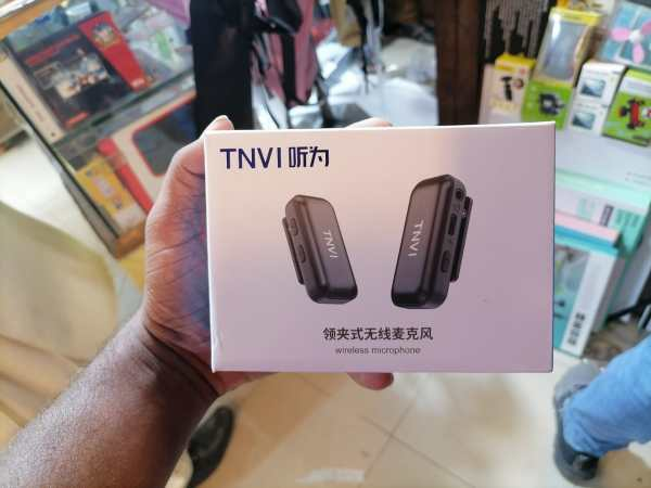 TNVI V1 2.4G Wireless Microphone System with Mini Rechargeable Transmitter & Reveiver Lapel