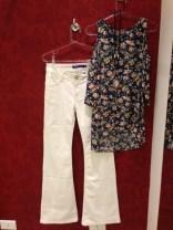 Trendy Store_Blusa floral com ombros de fora e flare off-white