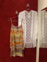 Trendy Store_Vestido estampado e quimono de franjas