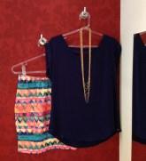 Trendy Store_Blusa azul marinho e saia estampada