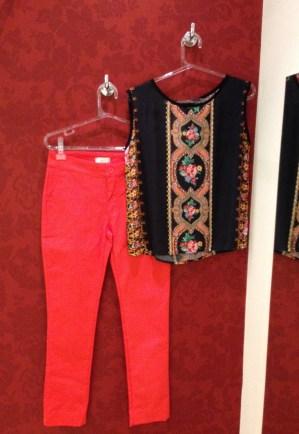Trendy Store_Blusa estampada e calça coral