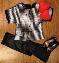 Trendy Store_Blusa listrada e calça flare em couro ecológico e ponto roma