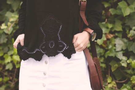 Blog TrendyTwo Trendy Two gemelas moda fashion tendencias falda abotonada camisa camiseta cuello barco blanca negro negra blanco 3