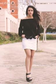 Blog TrendyTwo Trendy Two gemelas moda fashion tendencias falda abotonada camisa camiseta cuello barco blanca negro negra blanco 4