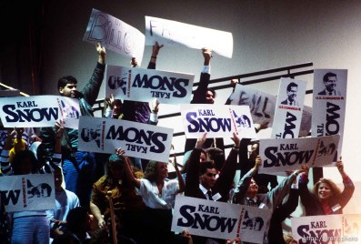 Karl Snow supporters hold signs in front of Bill Orton supporters during a campaign appearance by Vice President Dan Quayle, 1990. p