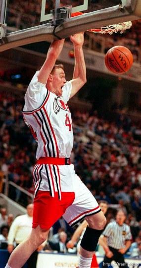 Keith Van Horn dunks at Utah vs Stanford, NCAA Tournament.