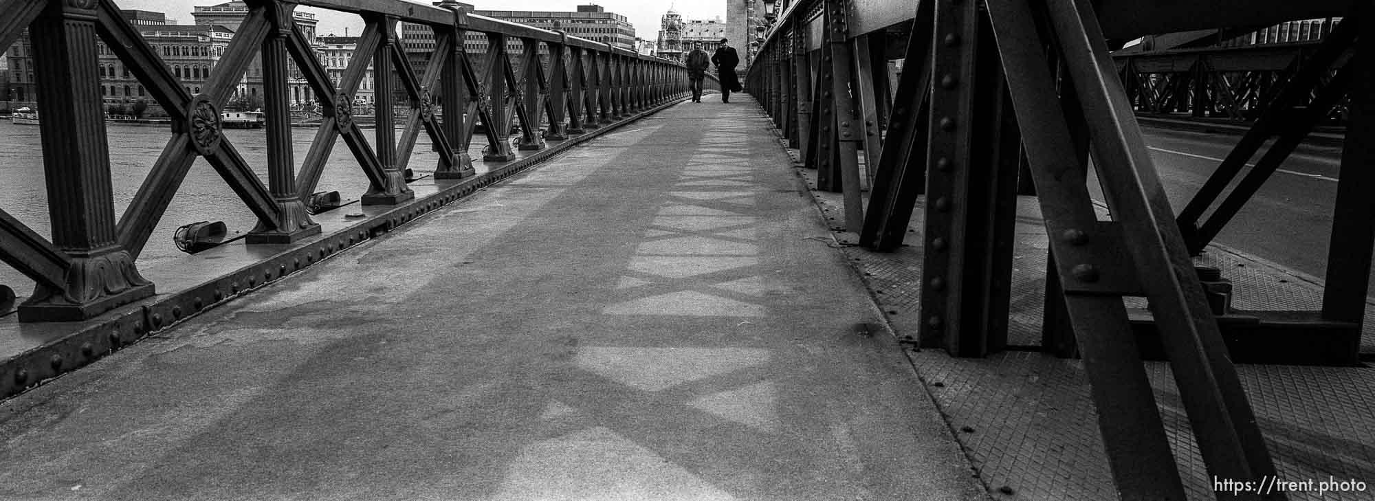 Pedestrians on the Szechenyi bridge.