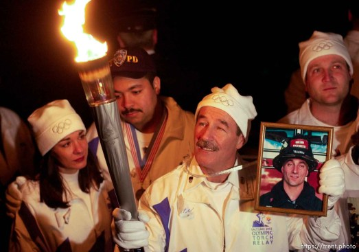 The Olympic Torch commemorates victims and heroes of the World Trade Center attack on a boat near the Statue of Liberty, then proceeds to Rockefeller Plaza where Mayor Giuliani carried the final torch and lit the Olympic cauldron. 12.23.2001, 5:44:10 PM