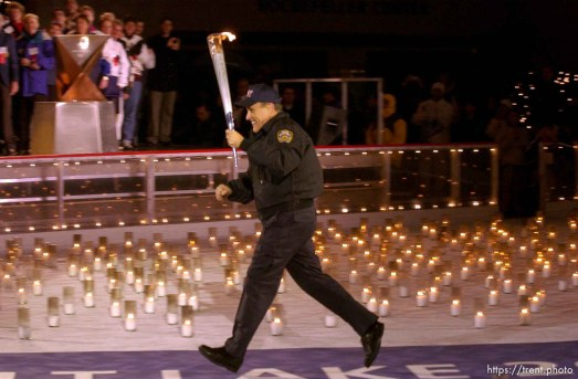 The Olympic Torch commemorates victims and heroes of the World Trade Center attack on a boat near the Statue of Liberty, then proceeds to Rockefeller Plaza where Mayor Giuliani carried the final torch and lit the Olympic cauldron. 12.23.2001, 6:34:38 PM
