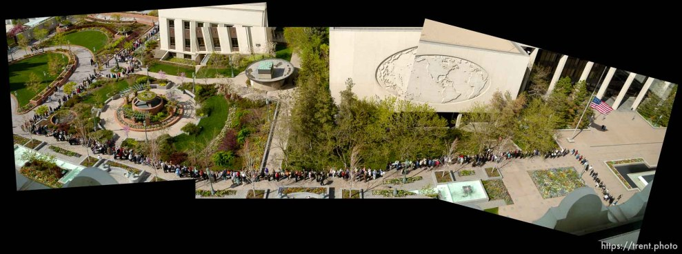 Line of mourners for Marjorie Hinckley viewing