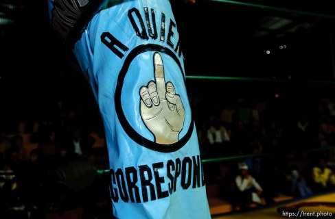 middle finger. luche libre professional wrestling; 12.05.2004