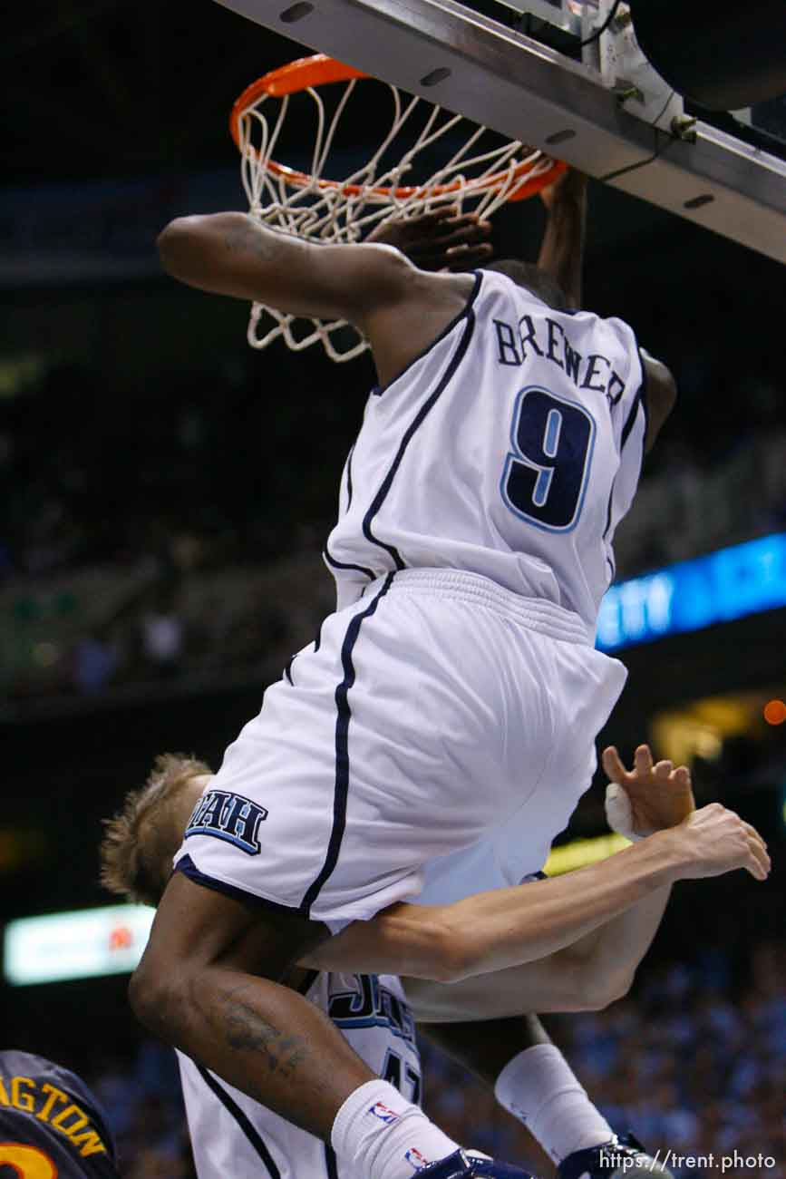 Salt Lake City - Utah Jazz vs. Golden State Warriors, NBA Playoffs basketball, second round, Game Two, at EnergySolutions Arena. Utah Jazz guard Ronnie Brewer (9) dunks and Utah Jazz forward Andrei Kirilenko (47), of Russia, goes under him (sequence)