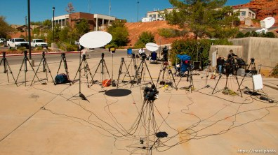 tripods lined up for Warren Jeffs trial; 9.25.2007