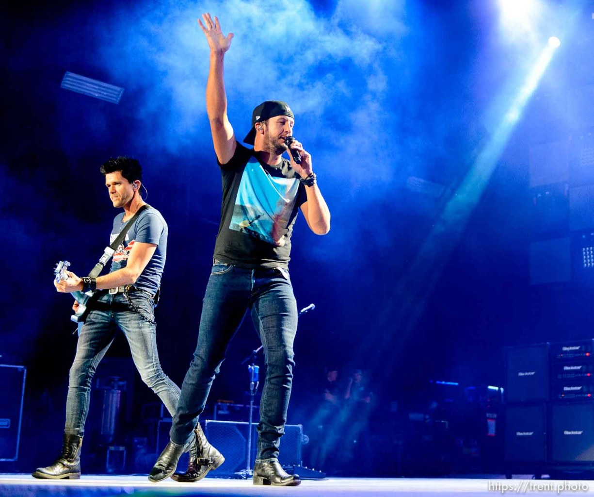 Trent Nelson   The Salt Lake Tribune Luke Bryan performs at USANA Amphitheatre in West Valley City, Wednesday August 26, 2015.