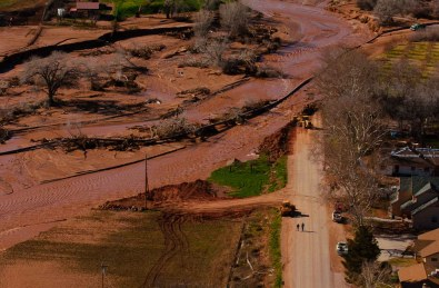 Flooded areas and Santa Clara River