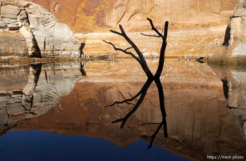 Reflections. Low water level at Lake Powell.; 02.19.2003, 11:48:53 AM