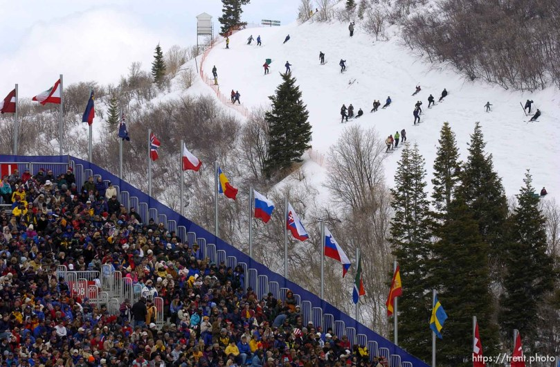 Fans. Crowd. Men's Aerials Final, Tuesday at Deer Valley, 2002 Olympic Winter Games. ; 02.19.2002, 12:27:10 PM