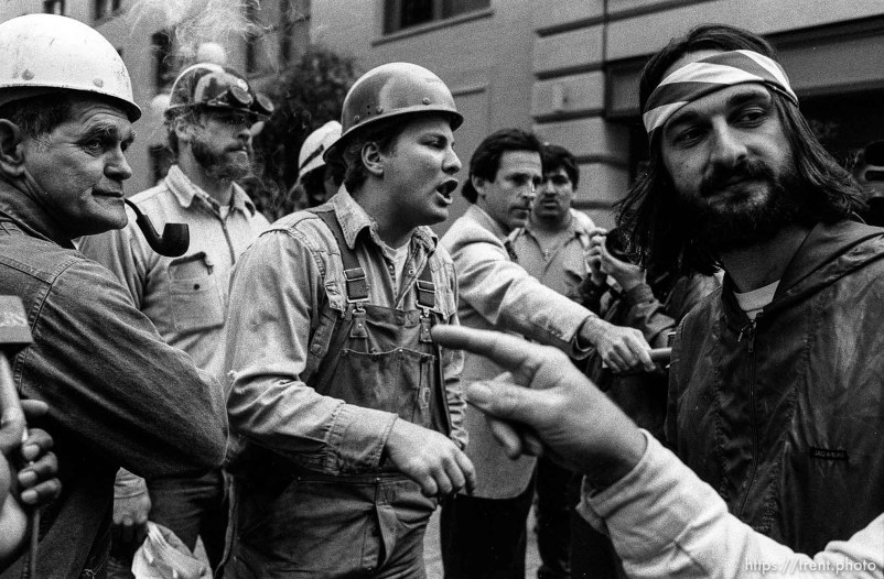 War protesters clash verbally with pro-war union workers.