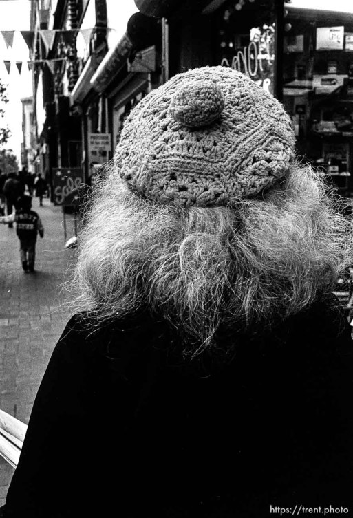 Woman's hat and hair. Leica hip shots on the street.
