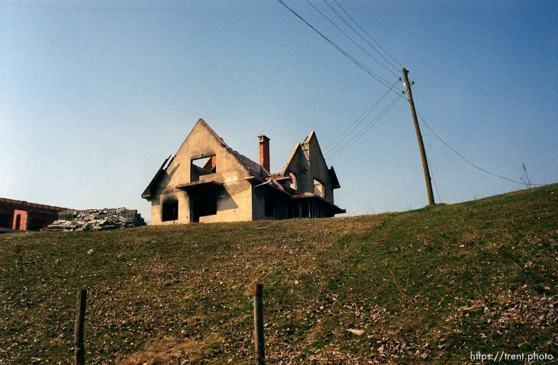 Destruction in the Serbian enclave of Suvi Do.