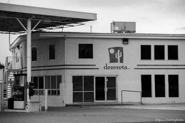 dezereta gas station and convenience store, closed, Friday April 15, 2016.