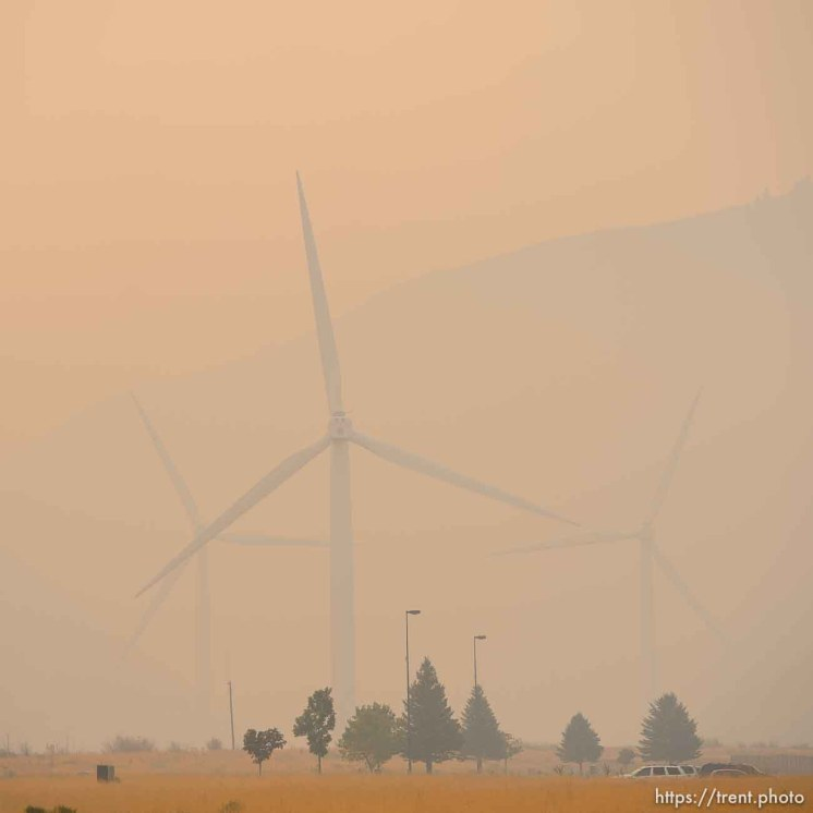 (Trent Nelson | The Salt Lake Tribune) Smoke from the Coal Hollow Fire fills the air in Spanish Fork, Friday Aug. 10, 2018.