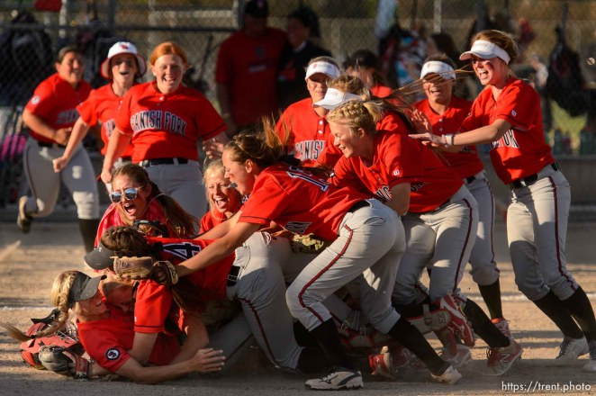 Trent Nelson | The Salt Lake Tribune Spanish Fork players celebrate defeating Uintah High School in the Class 4A softball state title game in Taylorsville, Thursday May 25, 2017.