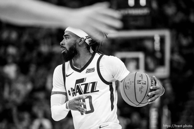 (Trent Nelson | The Salt Lake Tribune) Utah Jazz guard Mike Conley (10) as the Utah Jazz hosts the Sacramento Kings, NBA basketball in Salt Lake City on Monday Oct. 14, 2019.