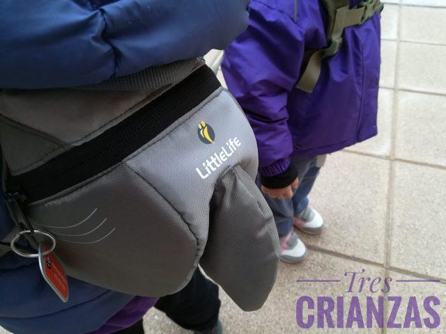 mochila infantil con arnés de seguiridad