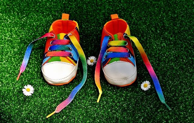 rainbow colors 2405766 640 - Cómo escoger zapatos para tu bebé