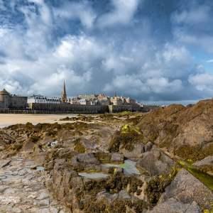 La baia di Saint Malo e lo spettacolo delle maree