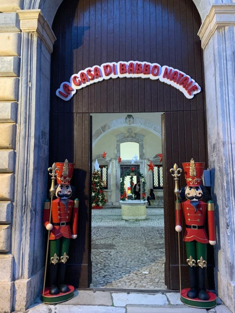 Casa di babbo natale Gaeta, luminarie di Gaeta, Lazio, trevaligie