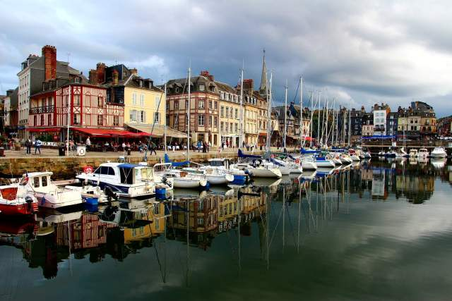 Honfleur, viaggio on the road in francia, normandia, trevaligie