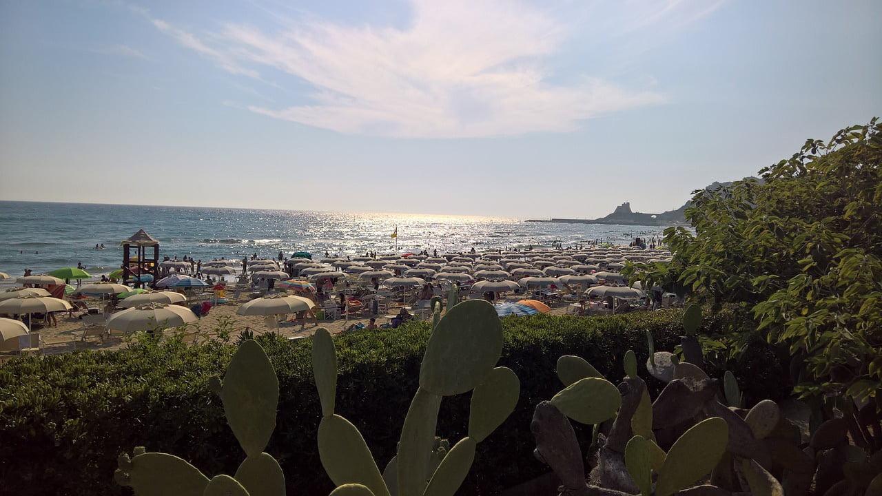 Una delle coste italiane più belle, ricca di fascino e leggende è la Riviera di Ulisse. Da visitare on the road, tra scenari fiabeschi e paesaggi unici al mondo.