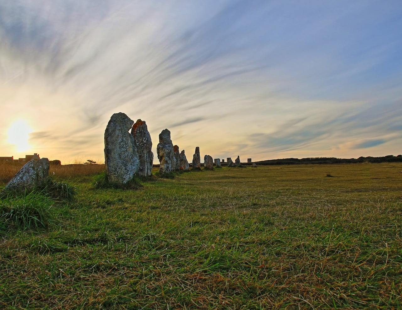I Menhir della Bretagna, tra storie e leggende, sono siti da vedere assolutamente in Francia.