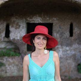 Roberta Isceri di In viaggio con Lollo, mTravel blogger, giornalista e social media manager. Punta la sua attenzione soprattutto sull'Italia, nella sua accezione terapeutica. Vede infatti i viaggi nella penisola come cura per diversi stati d'animo, come risposta a un desiderio, come modo per stare bene.