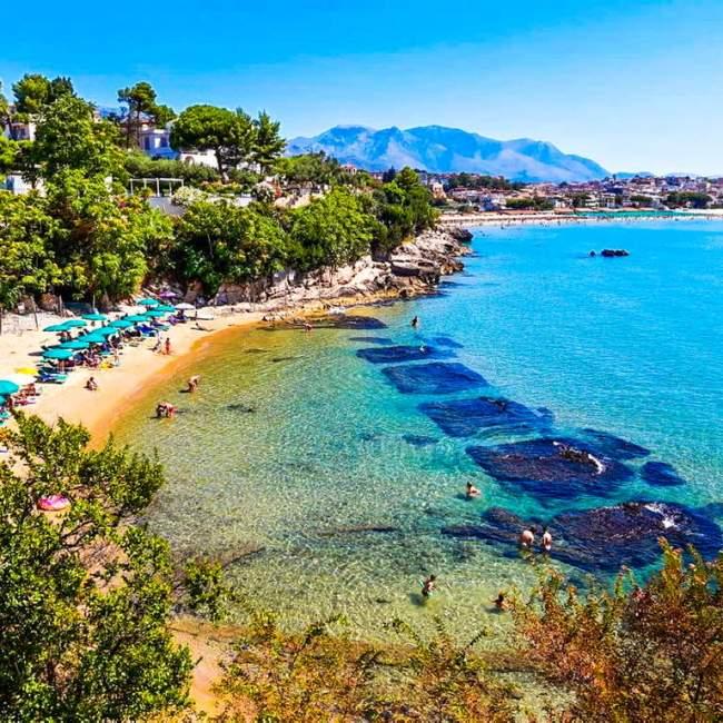 La spiaggia di Fontania e la villa di Gneo Fonteo-