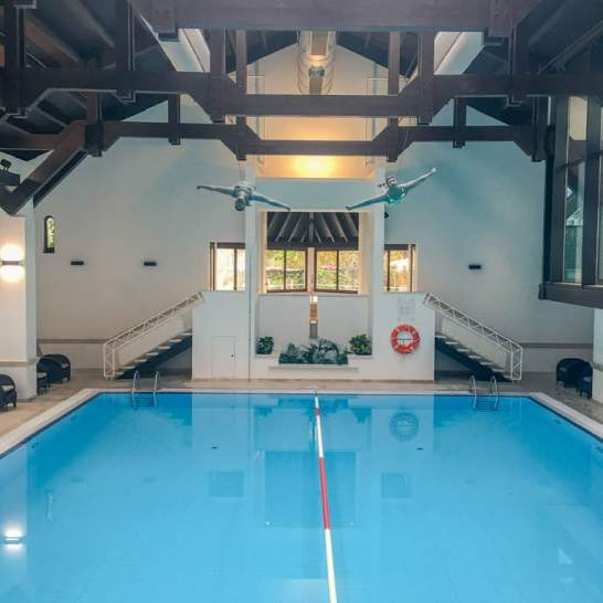 A disposizione degli ospiti c'è anche una piscina olimpionoca, dove nuotare in tutta tranquillità. Accanto, una deliziosa area wellness dove ritemprare corpo e spirito tra massaggi e trattamenti olistici.