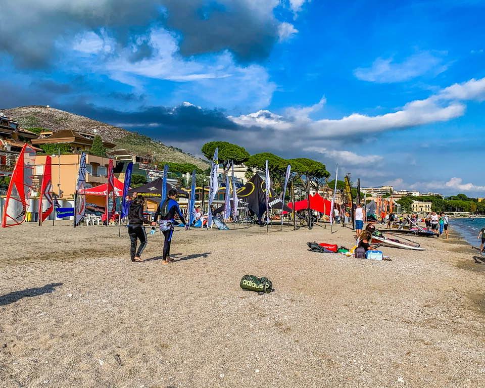 La spiaggia di Vindicio di Formia è diventata un area fieristica dedicata agli sport acquatici.