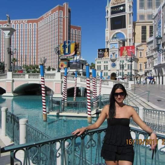 Per il tuo soggiorno a Las Vegas porta costume e abiti super estivi. Ogni hotel ha meravigliose piscine in cui passare le ore più calde della giornata.
