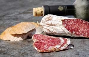 Ti porto in un viaggio gastronomico in Toscana, alla scoperta dei suoi piatti tipici locali più famosi.