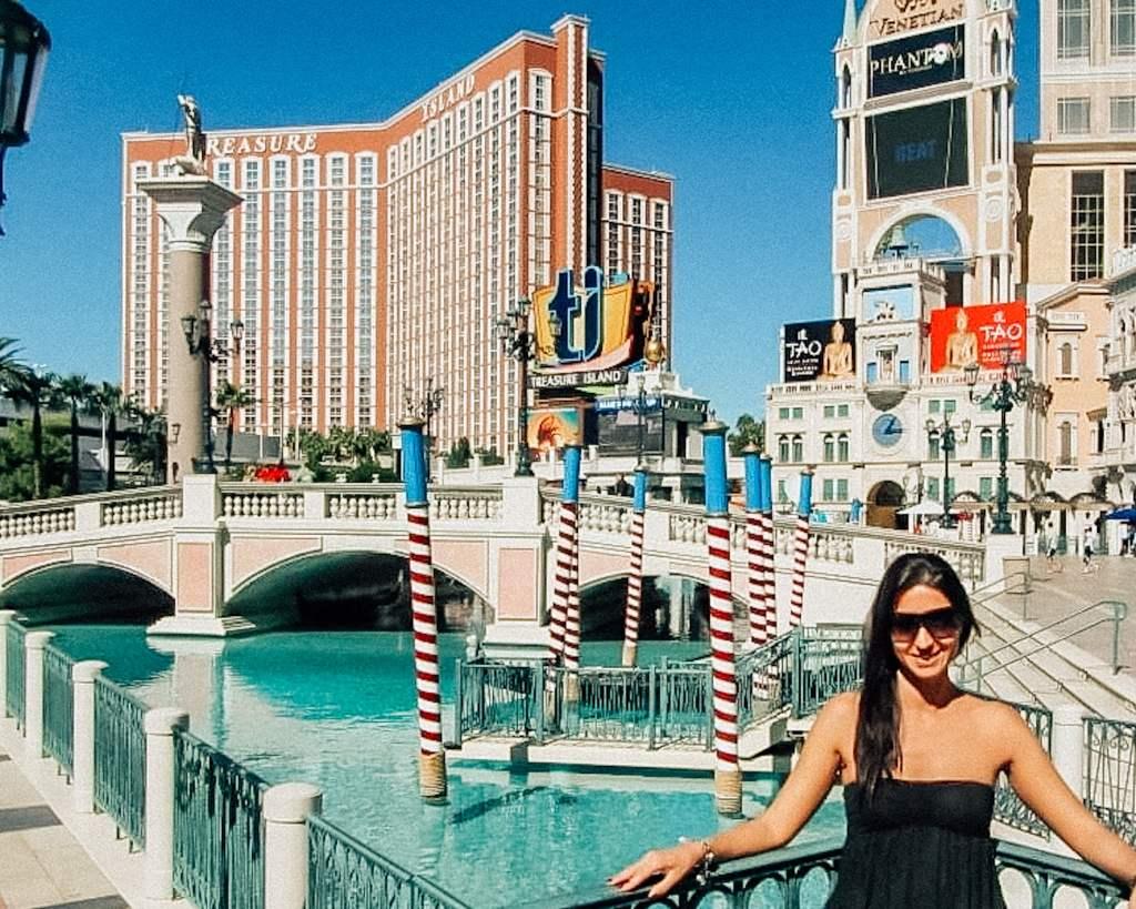 L'Hotel Venetian di Las Vegas è davvero strepitoso, una cittè vera e propria in cui perdersi tra boutique e ristoranti, casinò e locali chic.