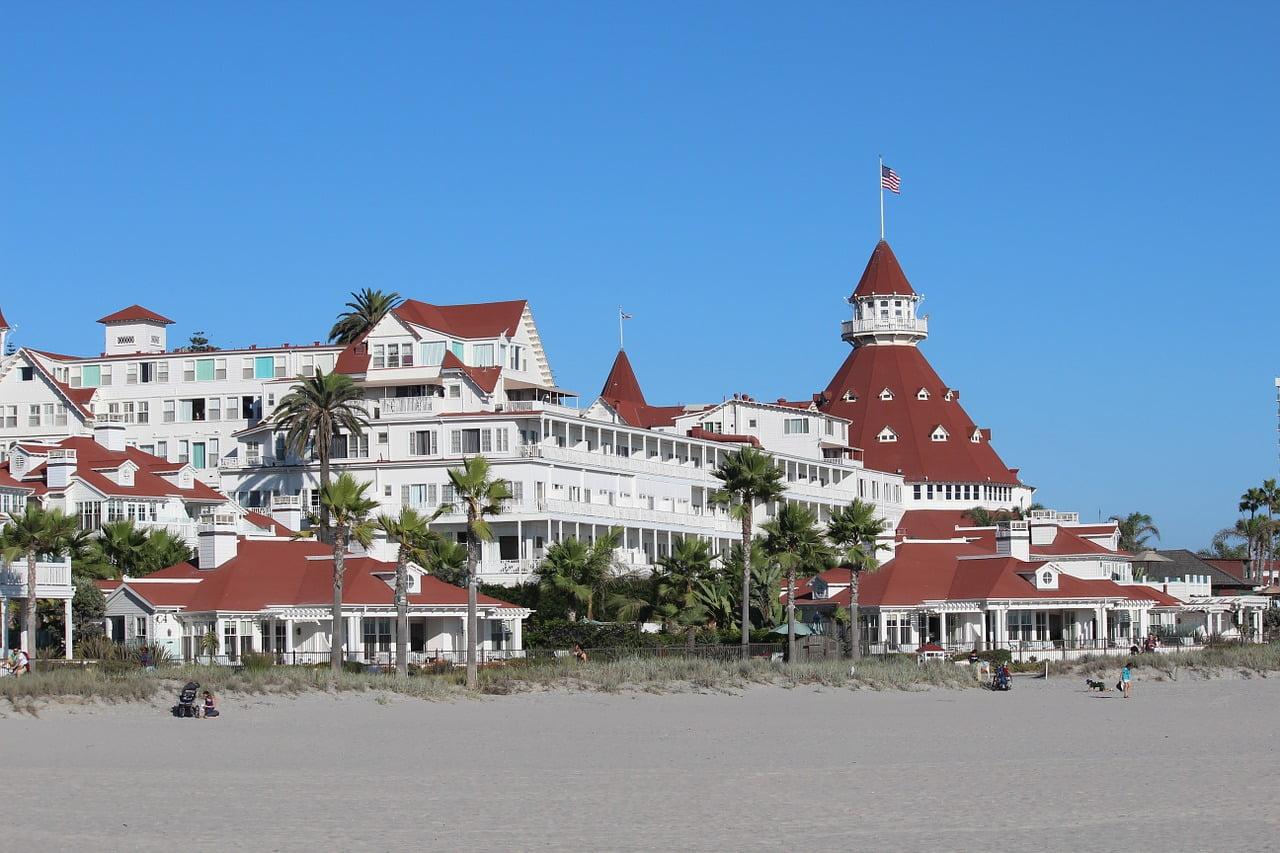 L'Hotel del Coronado è un resort dalla fama mondiale, situato nella baia di San Diego. Posto assolutamente da vedere durante un viaggio on the road in California.