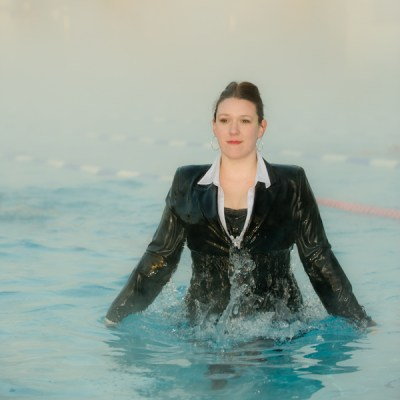 woman-wearing-suit-in-swimming-pool