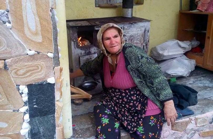Запознайте се с Баба Юлия лекува по 50 души на ден и не иска нищо в замяна!