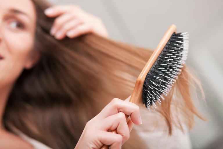 7 нощни навици, които съсипват косата ви (СНИМКИ)