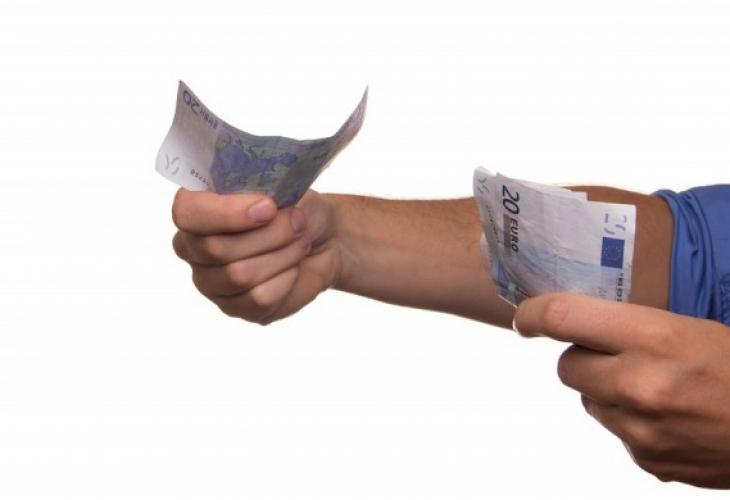 Защо не си струва да давате пари назаем на роднини и познати?