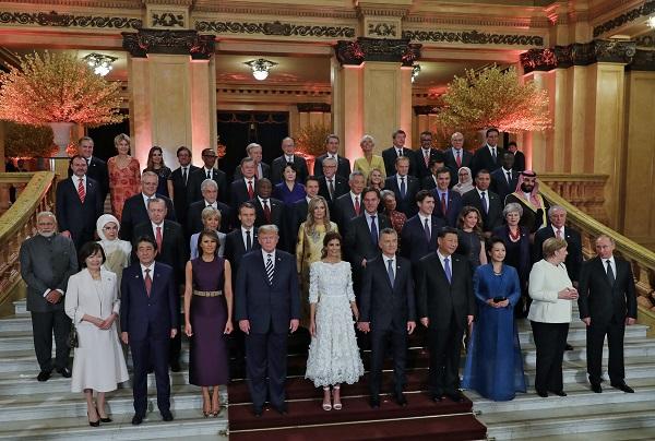 Мелания Тръмп и съпругите на мъжете, които управляват света, шашардисаха всички с визиите си! (СНИМКИ)
